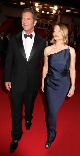 photo 53/59 - Mel Gibson et Jodie Foster - Montée des marches du film Le Complexe du Castor - Mai 2011 - Le Complexe du castor - © Isabelle Vautier pour CommeAuCinema - Cannes 2011