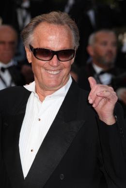 photo 58/59 - Peter Fonda - Montée des marches du film Le Complexe du Castor - Mai 2011 - Le Complexe du castor - © Isabelle Vautier pour CommeAuCinema - Cannes 2011