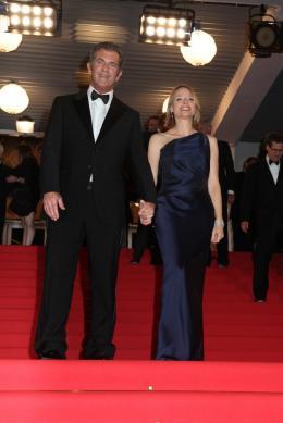 photo 52/59 - Mel Gibson et Jodie Foster - Montée des marches du film Le Complexe du Castor - Mai 2011 - Le Complexe du castor - © Isabelle Vautier pour CommeAuCinema - Cannes 2011