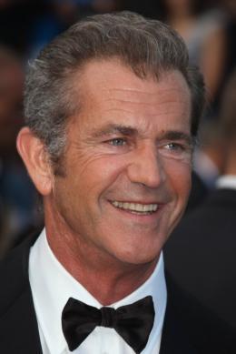 photo 39/59 - Mel Gibson - Montée des marches du film Le Complexe du Castor - Mai 2011 - Le Complexe du castor - © Isabelle Vautier pour CommeAuCinema - Cannes 2011