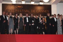 photo 63/66 - L'équipe du film - Montée des marches du film Melancholia - Mai 2011 - Melancholia - © Isabelle Vautier pour CommeAuCinema - Cannes 2011