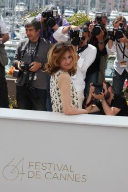 photo 21/75 - Florence Pernel - Photocall du film La Conquete - Mai 2011 - La Conquête - © Isabelle Vautier pour CommeAuCinema - Cannes 2011