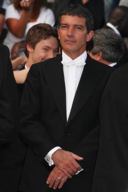 photo 27/75 - Antonio Banderas - Montée des marches du film La Piel que habito - Mai 2011 - La Piel que habito - © Isabelle Vautier pour CommeAuCinema - Cannes 2011