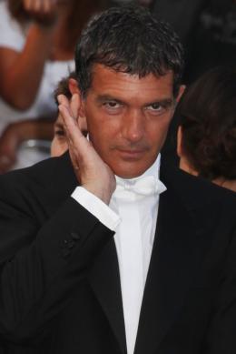 photo 25/75 - Antonio Banderas - Montée des marches du film La Piel que habito - Mai 2011 - La Piel que habito - © Isabelle Vautier pour CommeAuCinema - Cannes 2011
