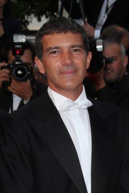 photo 28/75 - Antonio Banderas - Montée des marches du film La Piel que habito - Mai 2011 - La Piel que habito - © Isabelle Vautier pour CommeAuCinema - Cannes 2011