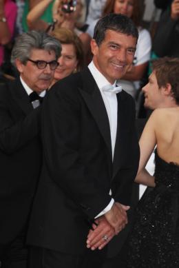 photo 24/75 - Antonio Banderas - Montée des marches du film La Piel que habito - Mai 2011 - La Piel que habito - © Isabelle Vautier pour CommeAuCinema - Cannes 2011