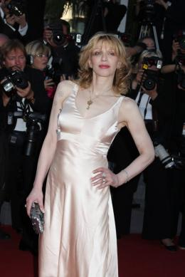 photo 37/48 - Courtney Love - Mont�e des marches du film This Must Be The Place - Mai 2011 - This must Be the Place - © Isabelle Vautier pour CommeAuCinema - Cannes 2011