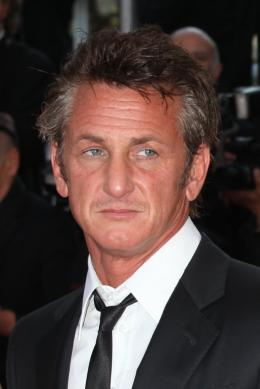 photo 16/48 - Sean Penn - Mont�e des marches du film This Must Be The Place - Mai 2011 - This must Be the Place - © Isabelle Vautier pour CommeAuCinema - Cannes 2011