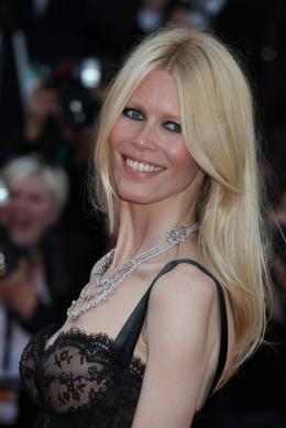 photo 35/48 - Claudia Schiffer - Mont�e des marches du film This Must Be The Place - Mai 2011 - This must Be the Place - © Isabelle Vautier pour CommeAuCinema - Cannes 2011