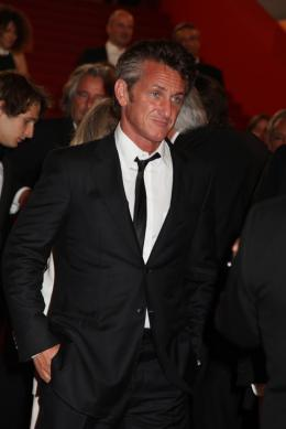 photo 20/48 - Sean Penn - Mont�e des marches du film This Must Be The Place - Mai 2011 - This must Be the Place - © Isabelle Vautier pour CommeAuCinema - Cannes 2011