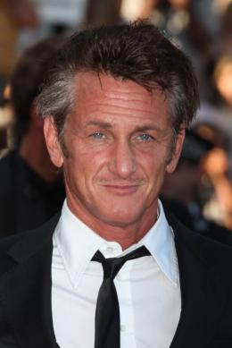 photo 27/48 - Sean Penn - Mont�e des marches du film This Must Be The Place - Mai 2011 - This must Be the Place - © Isabelle Vautier pour CommeAuCinema - Cannes 2011