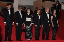 photo 15/22 - L'équipe du film - Montée des marches du film Ichimei - Mai 2011 - Hara-Kiri : Mort d'un samouraï - © Isabelle Vautier pour CommeAuCinema - Cannes 2011