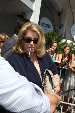 photo 6/21 - Catherine Deneuve - Conférence de presse Les Bien-Aimés - Mai 2011 - Les bien-aimés - © Isabelle Vautier pour CommeAuCinema - Cannes 2011