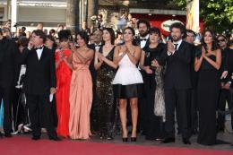 photo 41/97 - L'équipe du film - Montée des marches du film La Source des Femmes - Mai 2011 - La Source des femmes - © Isabelle Vautier pour CommeAuCinema - Cannes 2011