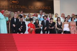 photo 50/97 - L'équipe du film - Montée des marches du film La Source des Femmes - Mai 2011 - La Source des femmes - © Isabelle Vautier pour CommeAuCinema - Cannes 2011