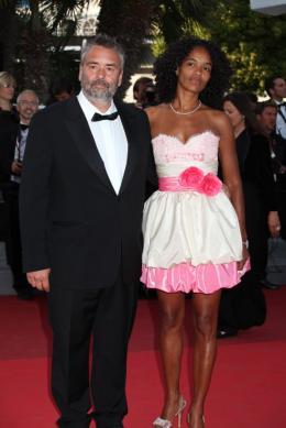 photo 38/97 - Luc Besson - Montée des marches du film La Source des Femmes - Mai 2011 - La Source des femmes - © Isabelle Vautier pour CommeAuCinema - Cannes 2011