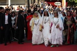 photo 47/97 - Montée des marches du film La Source des Femmes - Mai 2011 - La Source des femmes - © Isabelle Vautier pour CommeAuCinema - Cannes 2011