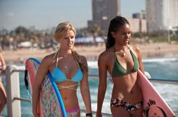 photo 4/6 - Elizabeth Mathis, Sasha Jackson - Blue Crush 2 - © Universal Pictures Video
