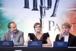 photo 122/132 - Ralph Fiennes, Emma Watson et Rupert Grint - Conférence de presse de Harry Potter et Les Reliques de la Mort - 2ème Partie - Harry Potter et Les Reliques de la Mort - 2ème Partie - © Warner Bros
