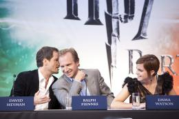 photo 127/132 - David Heyman, Ralph Fiennes et Emma Watson - Conférence de presse de Harry Potter et Les Reliques de la Mort - 2ème Partie - Harry Potter et Les Reliques de la Mort - 2ème Partie - © Warner Bros