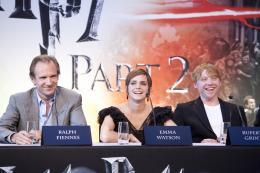 photo 123/132 - Ralph Fiennes, Emma Watson et Rupert Grint - Conférence de presse de Harry Potter et Les Reliques de la Mort - 2ème Partie - Harry Potter et Les Reliques de la Mort - 2ème Partie - © Warner Bros