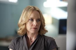 photo 13/13 - Amy Ryan - En analyse - Saison 3 - © Warner Home Vidéo