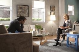 photo 8/13 - Gabriel Byrne, Amy Ryan - En analyse - Saison 3 - © Warner Home Vidéo