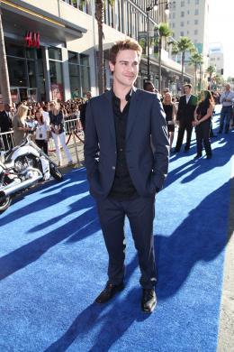 Grey Damon   Avant-première de Captain America photo 1 sur 5