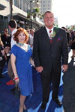 photo 52/65 - Reb Brown et sa femme - Avant-première de Captain America - Captain America : First Avenger - © Paramount