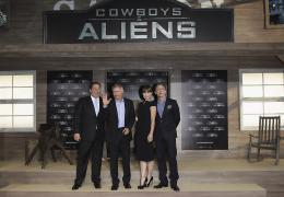 photo 64/83 - Jon Favreau, Harrison Ford, Olivia Wilde, Daniel Craig - Avant-Première Cowboys & Envahisseurs à Berlin - Cowboys & Envahisseurs - © 2011 Getty Images