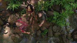 photo 6/50 - Luis Guzman, Vanessa Hudgens, Josh Hutcherson - Voyage au centre de la Terre 2 : l'île mystérieuse - © Warner Bros