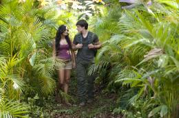 photo 5/50 - Vanessa Hudgens, Josh Hutcherson - Voyage au centre de la Terre 2 : l'île mystérieuse - © Warner Bros
