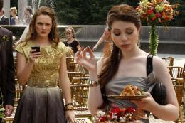 photo 23/38 - Leighton Meester, Michelle Trachtenberg - Gossip Girl - Saison 3 - © Warner Home Vidéo