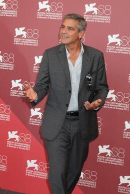 photo 14/69 - George Clooney - Photocall Les Marches du Pouvoir, 31 aout 2011, Venise - Les Marches du pouvoir - © Isabelle Vautier pour Commeaucinema.com