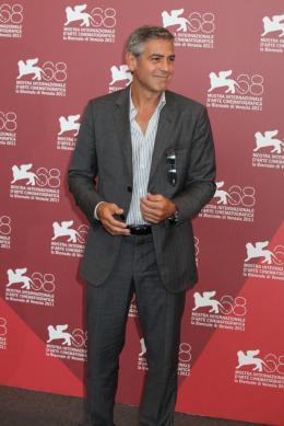 photo 19/69 - George Clooney - Photocall Les Marches du Pouvoir, 31 aout 2011, Venise - Les Marches du pouvoir - © Isabelle Vautier pour Commeaucinema.com
