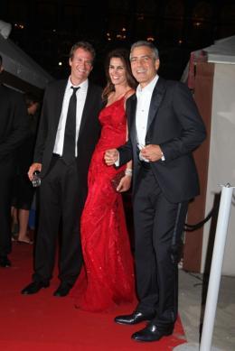 photo 64/69 - Cindy Crawford et George Clooney - Diner Les Marches du pouvoir, 31 aout 2011, Venise - Les Marches du pouvoir - © Isabelle Vautier pour Commeaucinema.com