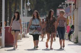 Les Boloss Tamla Kari, Lydia Rose Bewley, Jessica Knappett, Laura Haddock photo 10 sur 14