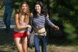 photo 6/19 - Tania Raymonde et Alexandra Daddario - Texas Chainsaw 3D - © Metropolitan Film