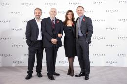 photo 54/67 - Sam Mendes, Michael G. Wilson, Barbara Broccoli et Daniel Craig - Conf�rence de presse du film Skyfall - Skyfall - © Sony Pictures