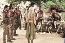 photo 25/78 - Jason Momoa, Emilia Clarke - Game of Thrones - Saison 1 - © Warner Home Vidéo