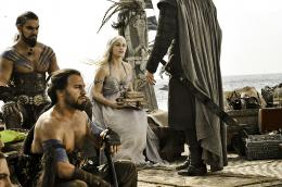 photo 44/78 - Jason Momoa, Emilia Clarke - Game of Thrones - Saison 1 - © Warner Home Vidéo