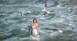 photo 10/18 - Charlotte Rampling - L'oeil du cyclone - © Films sans Fronti�res