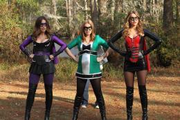 photo 6/20 - Shantel VanSanten, Sophia Bush et Shantel VanSanten - Les Frères Scott - Saison 8 - © Warner Home Vidéo