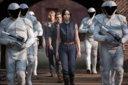 photo 12/120 - Josh Hutcherson, Jennifer Lawrence - Hunger Games - L'Embrasement - © Metropolitan Film
