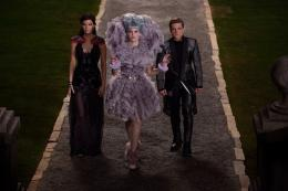 photo 18/120 - Jennifer Lawrence, Elizabeth Banks Josh Hutcherson - Hunger Games - L'Embrasement - © Metropolitan Film