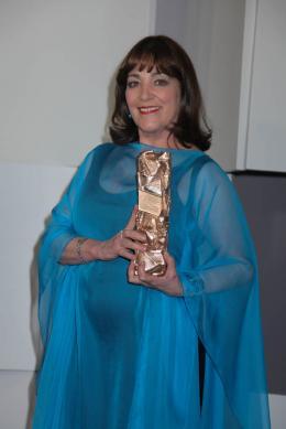 photo 1/20 - Carmen Maura - Photocall des lauréats - César 2012 - Les Femmes du 6e étage - © Isabelle Vautier pour CommeAuCinema.com