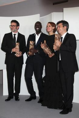 37e Cérémonie Des César 2012 Michel Hazanavicius, Omar Sy, Bérénice Béjo et Thomas Langmann - Photocall des lauréats - César 2012 photo 6 sur 162