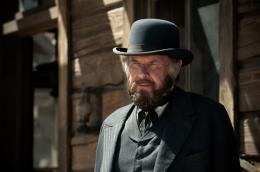 photo 36/105 - Tom Wilkinson - Lone Ranger - © Walt Disney Studios Motion Pictures France