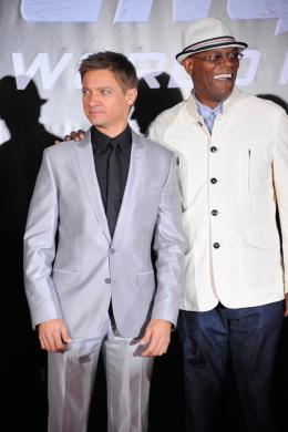 photo 129/137 - Jeremy Renner et Samuel L. Jackson - Avant-première Avengers - Avengers - © Walt Disney Studios Motion Pictures France
