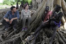 photo 7/10 - Frederic Lopez, Zabou Breitman - Rendez-vous en Terre inconnue - Zabou Breitman chez les Nyangatom en Ethiopie - © Buena Vista Home Entertainment